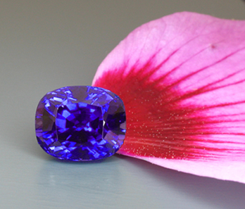 large fine color changing sapphire