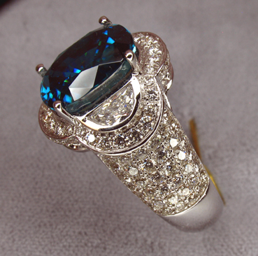 zircon_superbl_womans_ring_side_fl