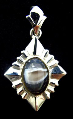agate set in sterling pendant