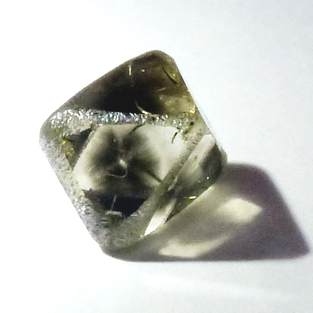 diamond crystal with hydrogen cloud